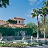 Our beautiful senior campus in Northwest Tucson is conveniently located near shopping, dining, entertainment and healthcare.